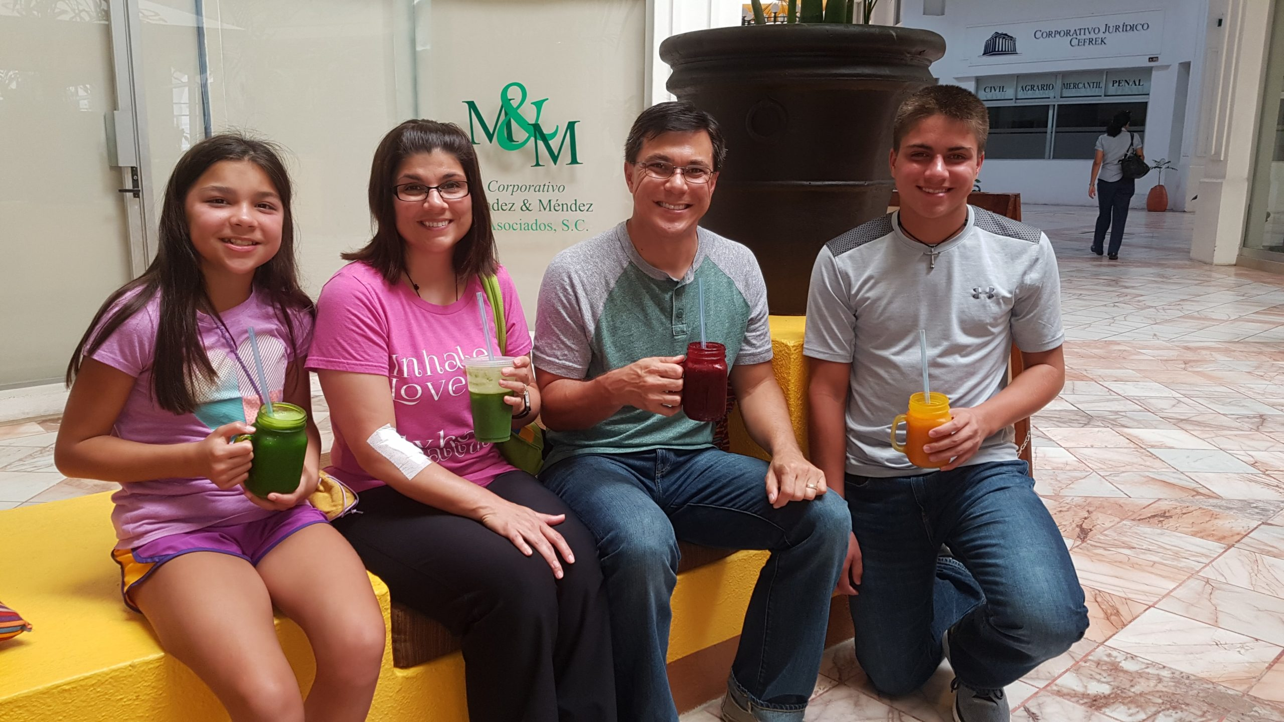 Whole families enjoying the Bio Bliss Bar's natural juices in Puerto Vallarta for detoxing and staying in optimal health